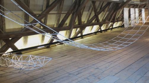 Hängebrücke, Boot, 2015, Papier, Draht, Zehntscheuer Münsingen, Iris Flexer